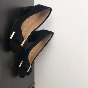micheal kors size 7.5 low block heel pumps. black